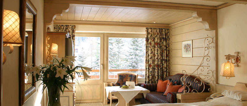 austria_arlberg-ski-area_lech_Hotel-Berghof_arlberg_lounge_view.jpg